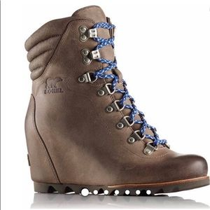 NEW Sorel conquest brown wedge boot